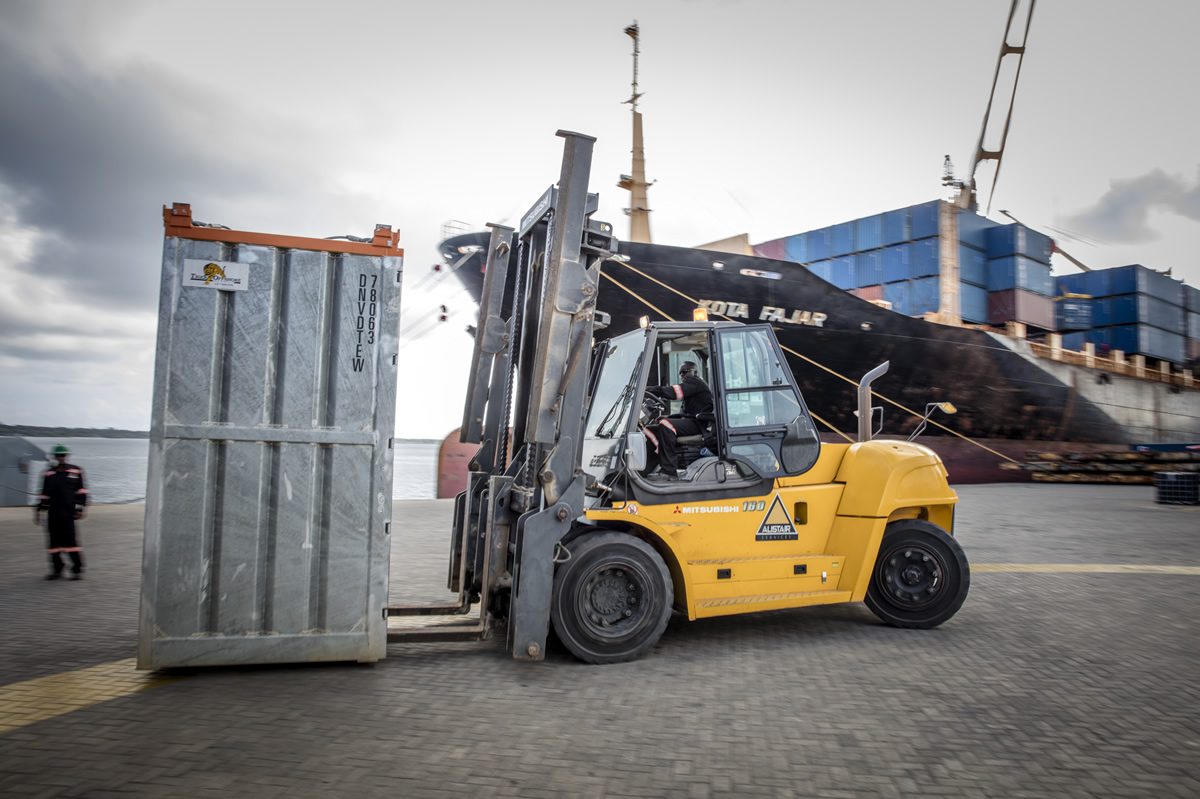 15-ton-forklift-alistair-group-equipment-rental